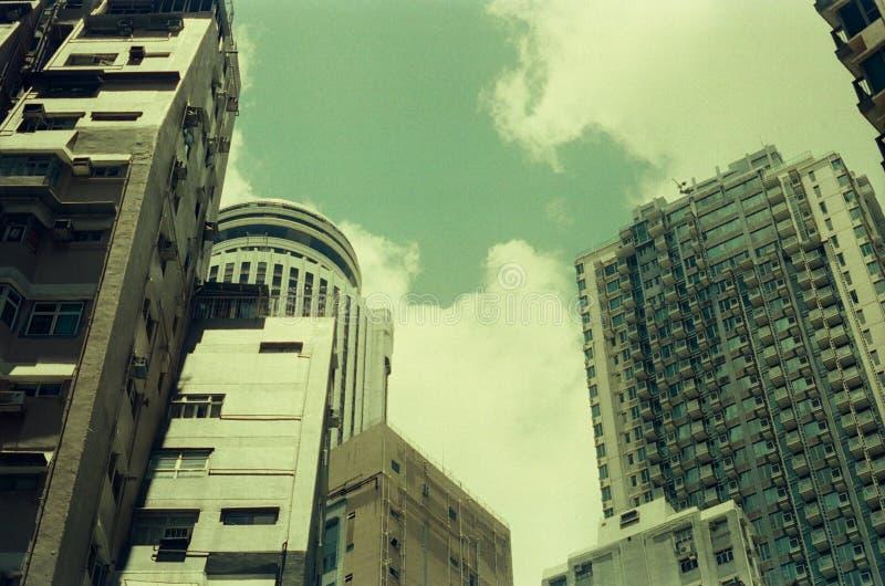 与影片照相机的湾仔大厦 免版税库存图片