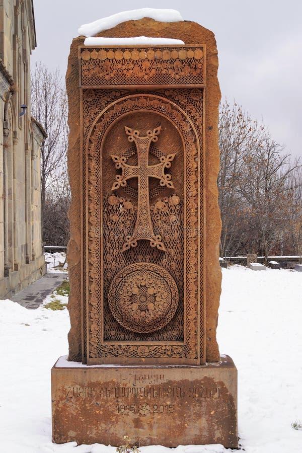 与微妙的样式的发怒石头在Tsakhkadzor 的臂章 免版税库存照片
