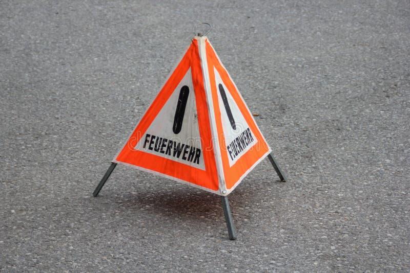 """与德国词""""Feuerwehr""""的警报信号 库存照片"""