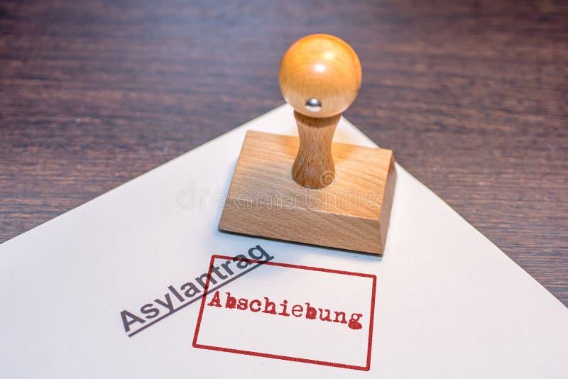 与德国词'驱逐出境的'邮票的庇难申请 免版税库存图片