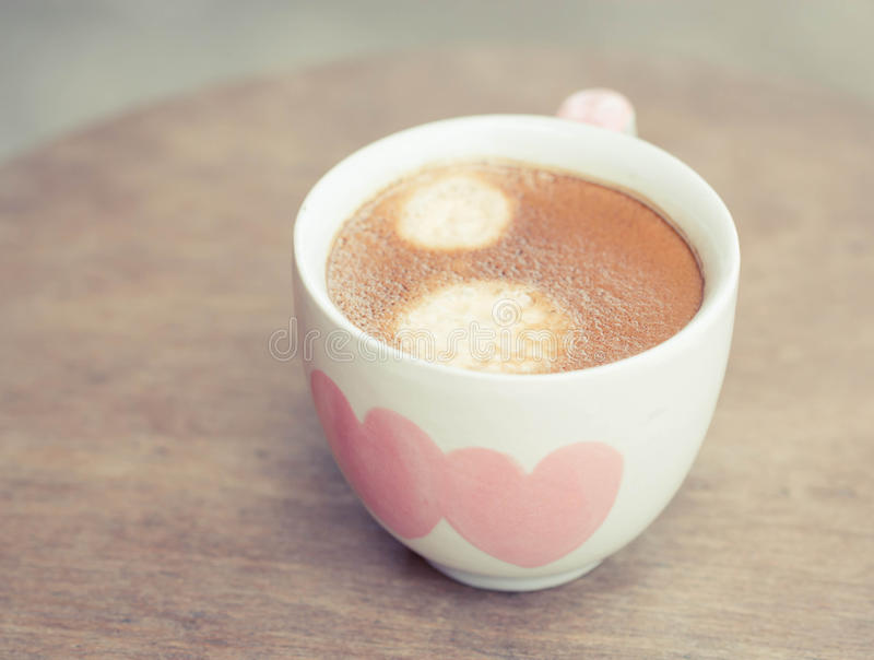 与心脏的热的咖啡 库存照片