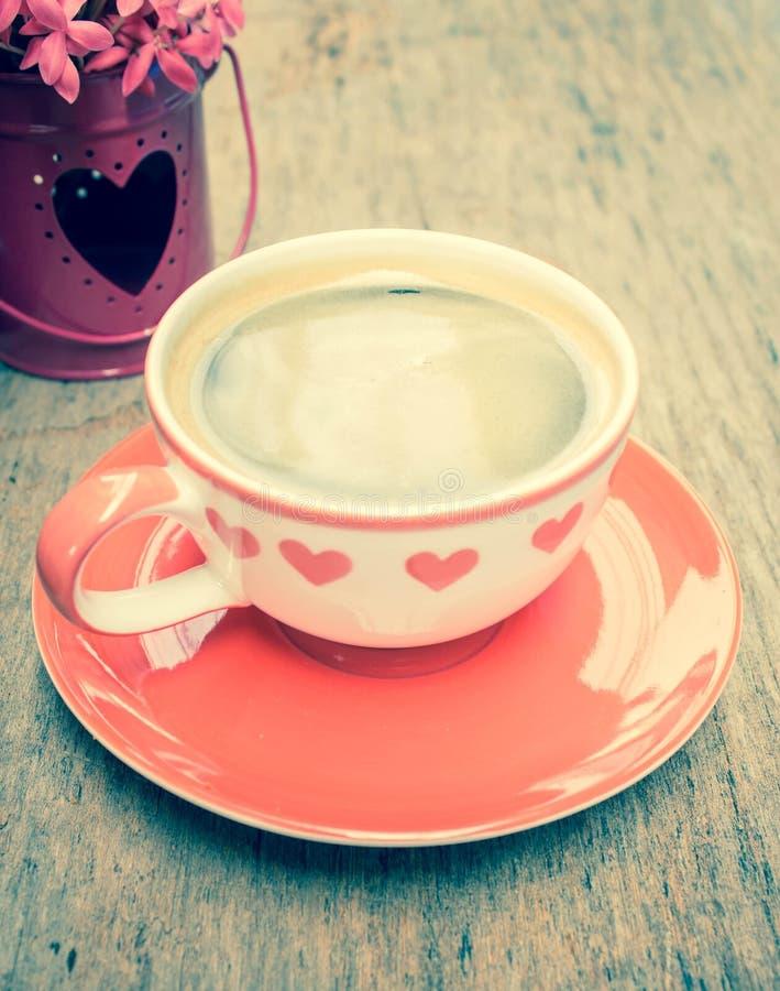 与心脏的热的咖啡 图库摄影