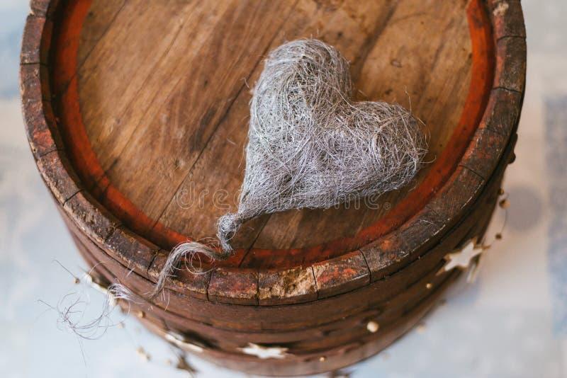与心脏的葡萄酒装饰 免版税库存图片