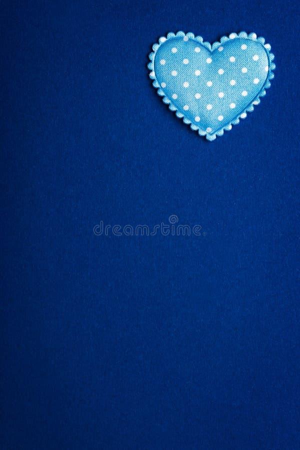与心脏的蓝色背景图象 库存图片
