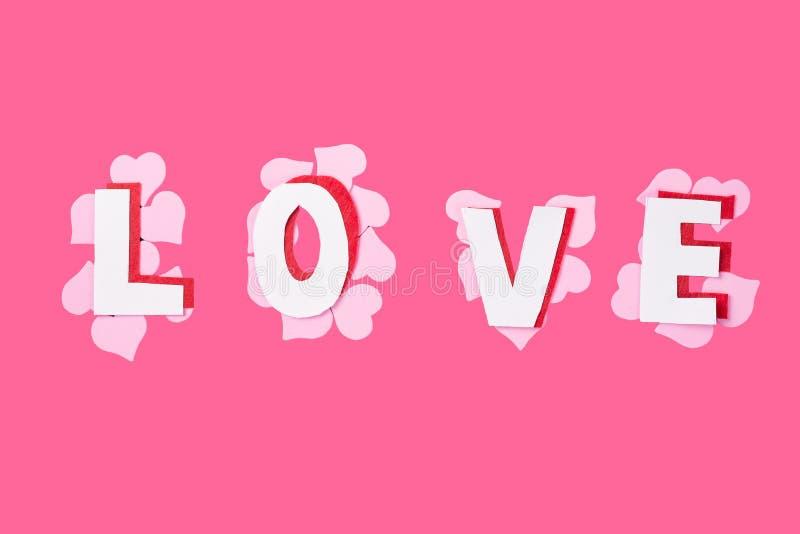与心脏的词爱在桃红色背景 日s华伦泰 库存照片