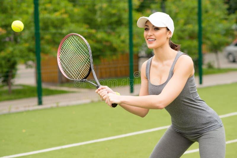 与志向的适合的女性网球员戏剧 库存照片