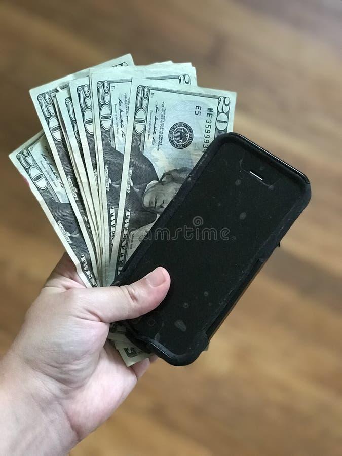 与您的智能手机的赚钱 免版税库存照片