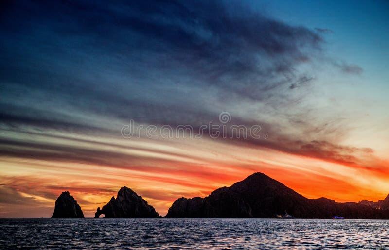 与惊人的美丽的天空的日落在市Cabo上圣卢卡斯 墨西哥 Cortez海运 免版税库存图片