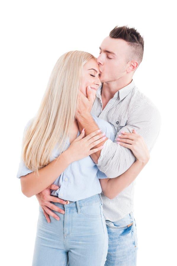与愉快的年轻夫妇的真实的爱概念 库存照片