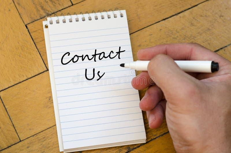与我们联系在笔记本的概念 库存照片