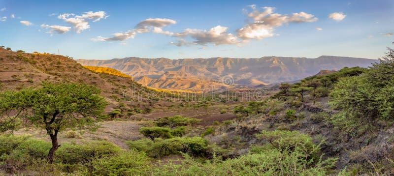 与房子的山风景,埃塞俄比亚 库存照片