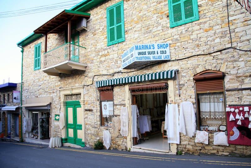 与手工制造鞋带的传统纪念品店在老村庄Pa 库存照片