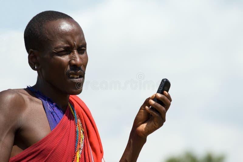 与手机的马塞语 免版税库存图片