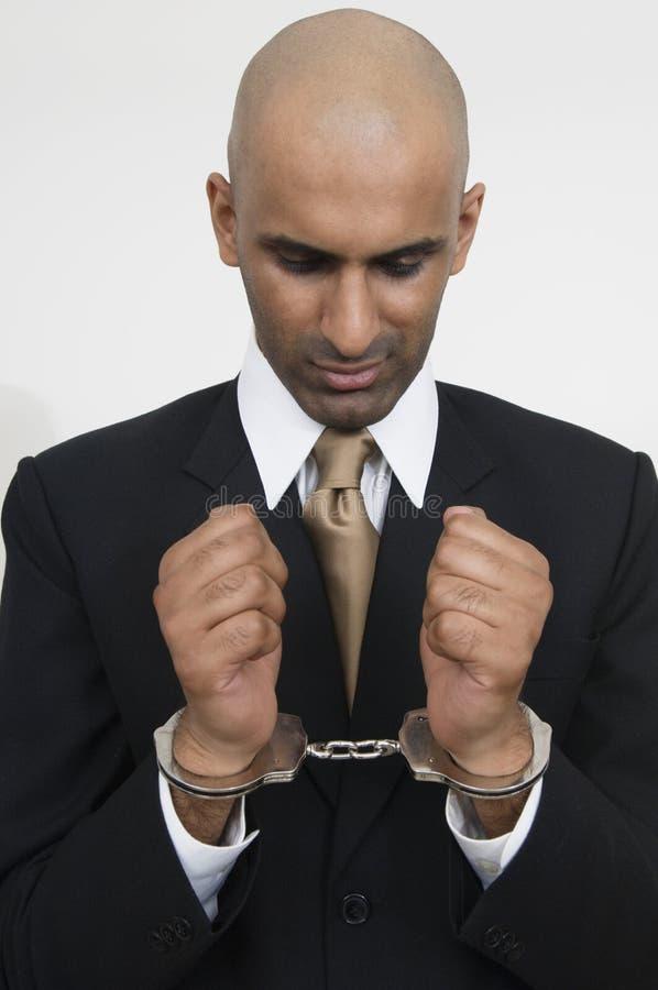 与手铐的商人 免版税库存照片