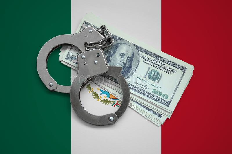 与手铐的墨西哥旗子和捆绑美元 货币腐败在国家 财政罪行 库存图片