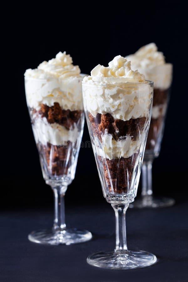 Download 与打好的奶油的巧克力蛋糕 库存图片. 图片 包括有 照亮, 食物, 巧克力, 鞭打, 关闭, 投反对票, 蛋糕 - 30337133