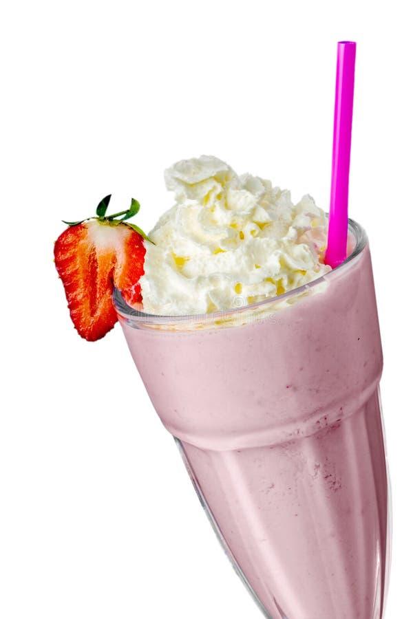 与打好的奶油的草莓奶昔 免版税库存图片
