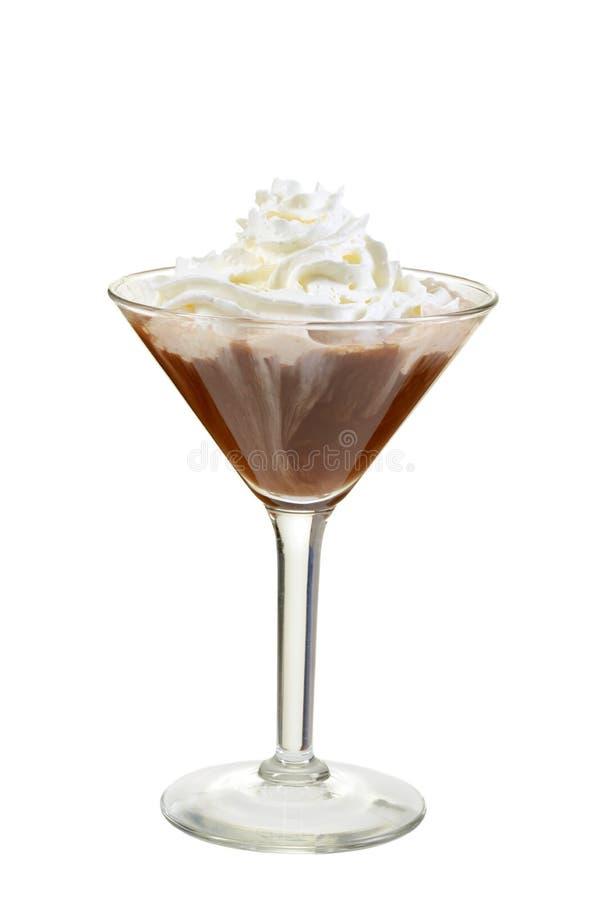 与打好的奶油的被隔绝的巧克力马蒂尼鸡尾酒 免版税库存图片