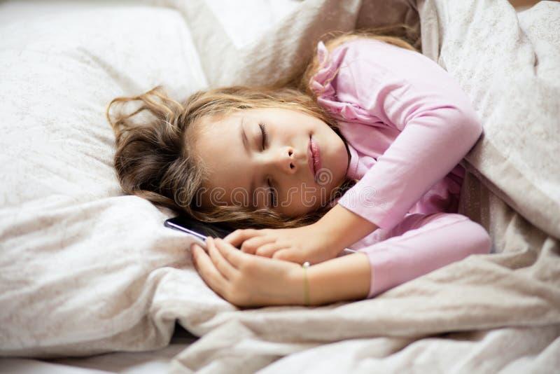 与技术的容易和快速的睡眠 免版税库存照片