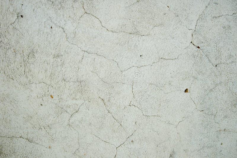 与抓痕和镇压的老金属墙壁纹理背景 免版税库存照片