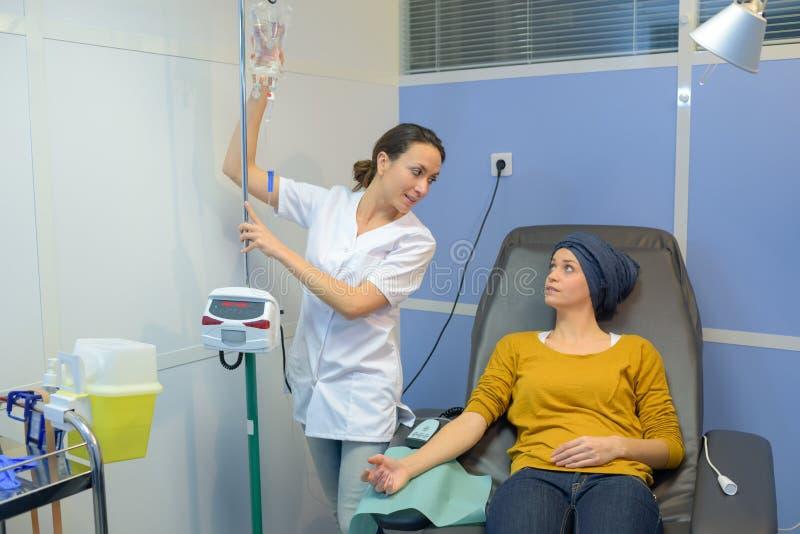与护士的交谈 免版税图库摄影