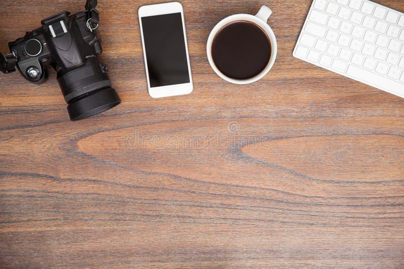 与拷贝空间的摄影师的工作区 免版税库存照片