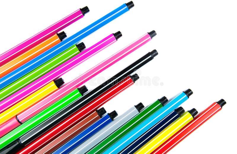 与拷贝空间的许多不同的色的笔 免版税库存图片