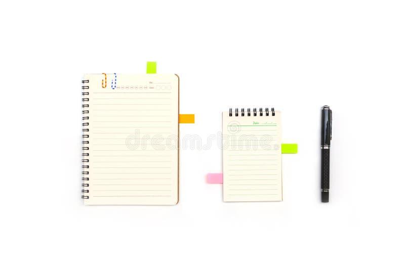 与提示和笔的空白的笔记薄 免版税图库摄影