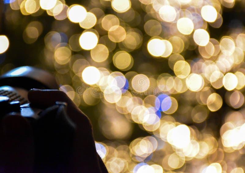 与摄影师的圣诞节bokeh 免版税库存图片
