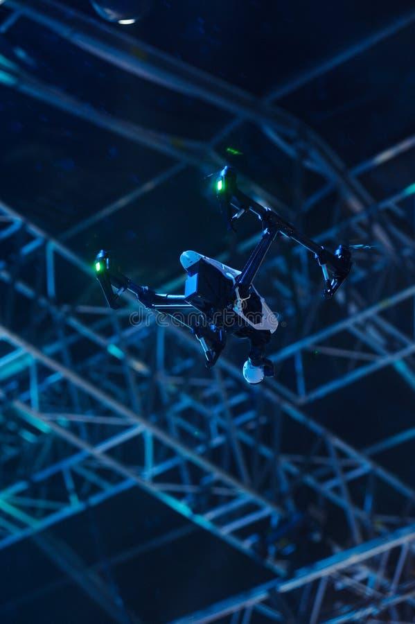 Download 与摄象机的飞行寄生虫 库存照片. 图片 包括有 电影, 注意, 稳定性, 图象, 直升机, 阶段, 技术 - 71824316