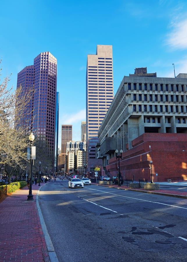 与摩天大楼的地平线街市波士顿国会街道的  免版税库存照片