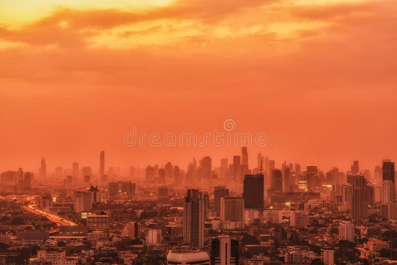 与摩天大楼的城市风景 库存照片