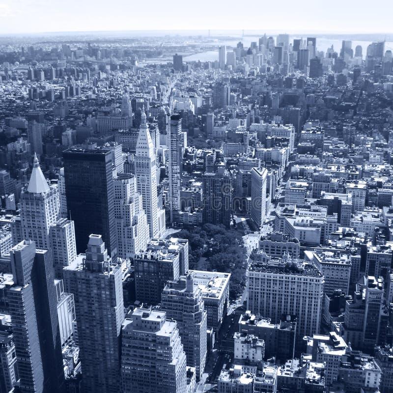与摩天大楼的纽约,曼哈顿地平线空中全景视图。黑白 免版税图库摄影