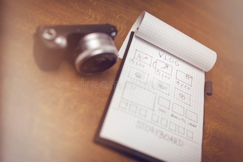 与故事画板和数字照相机的笔记薄 库存图片