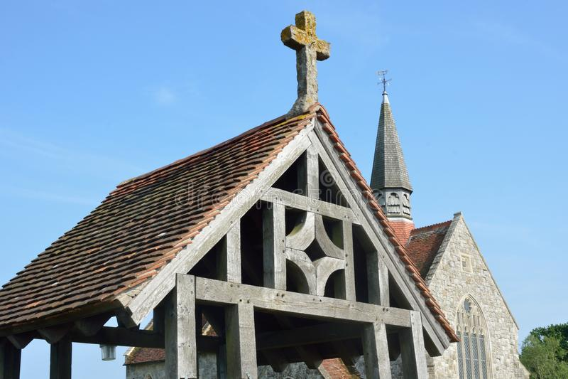 与教会的木lychgate 库存照片