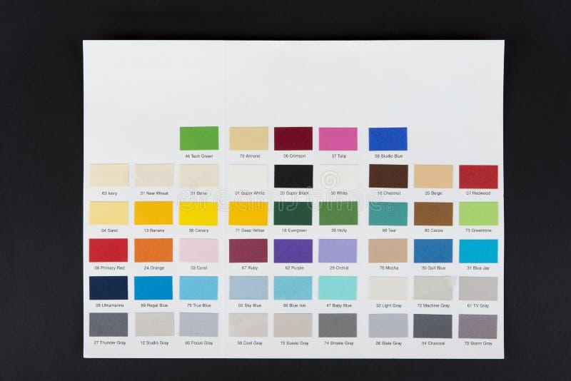与数字的纸的颜色取样器在黑色 免版税库存图片