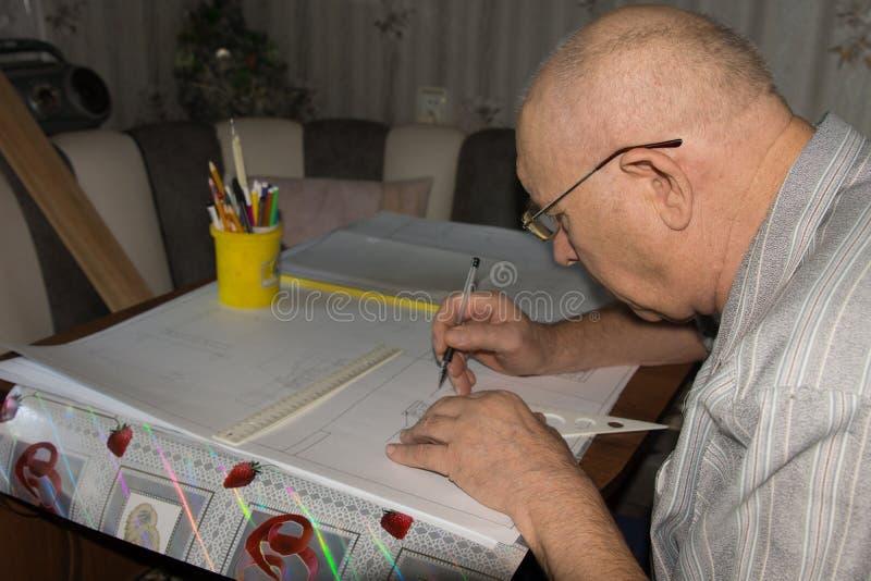 与文书草案的人图画 库存图片