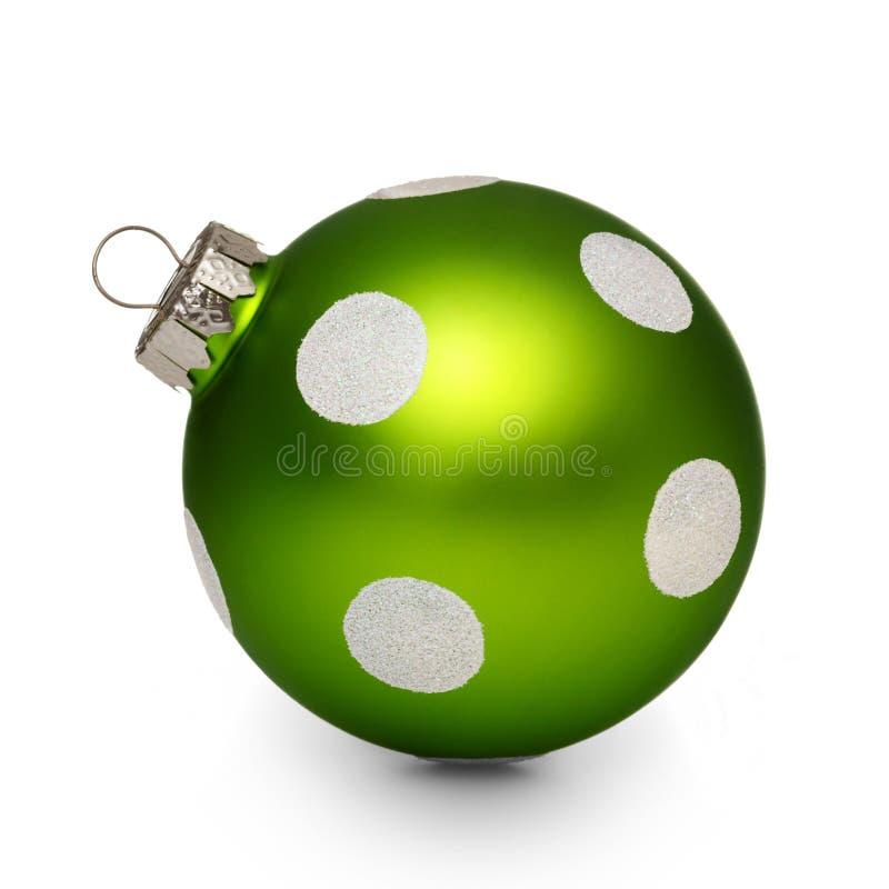 与斑点的绿色圣诞节球在白色背景 免版税库存照片