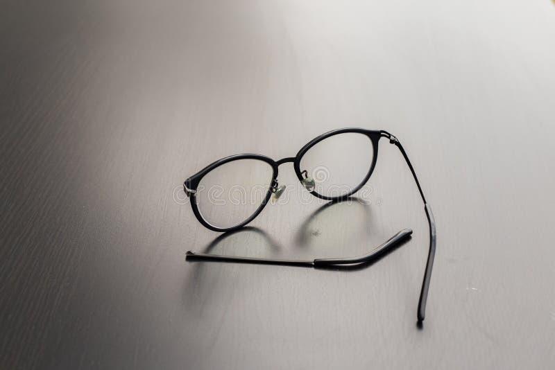 与断腿的老黑玻璃 免版税库存图片