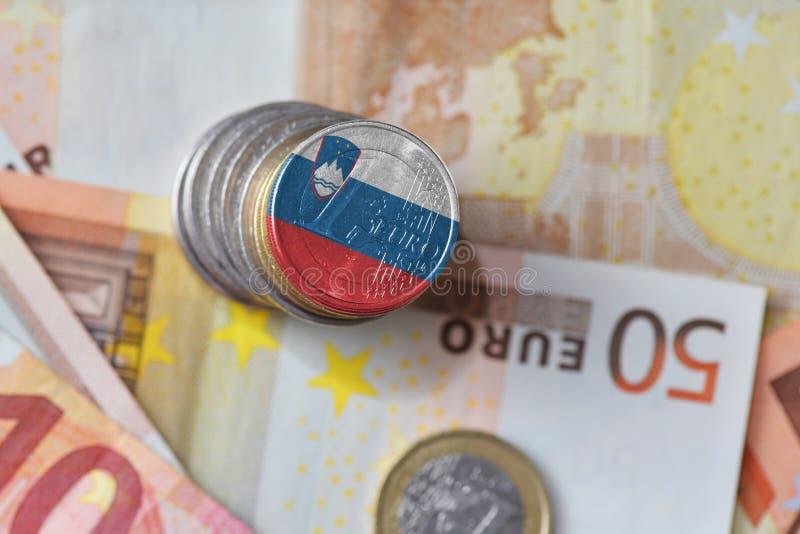 与斯洛文尼亚的国旗的欧洲硬币欧洲金钱钞票背景的 免版税库存图片