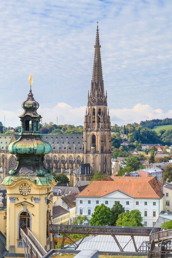 与新的大教堂,奥地利的林茨都市风景 库存照片