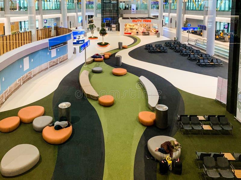 与新近地打开并且替换阿塔图尔克国际机场新的机场IST的许多乘客座位的室内设计 库存照片