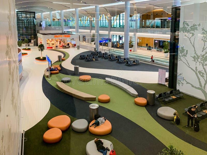 与新近地打开并且替换阿塔图尔克国际机场新的机场IST的许多乘客座位的室内设计 库存图片