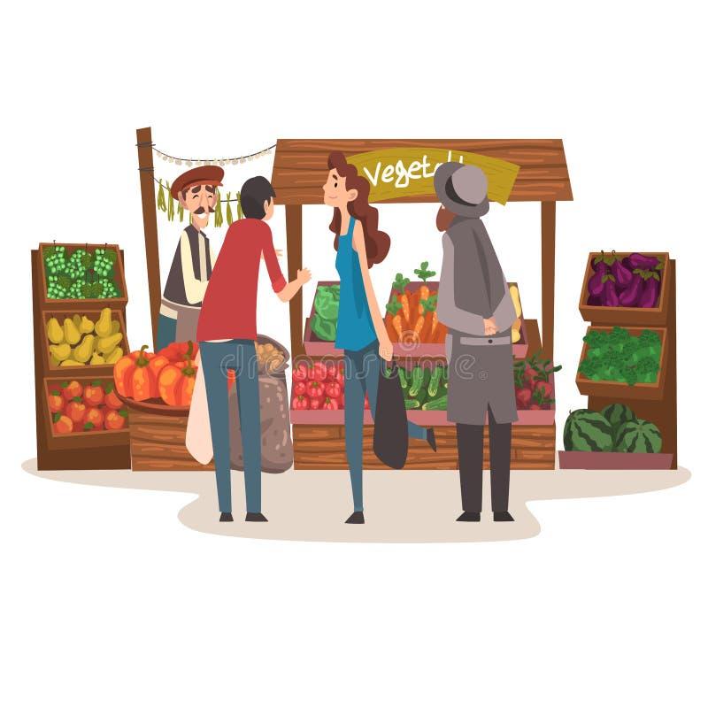 与新鲜的自然有机产品的菜地方农夫市场在柜台,有男性卖主的街道商店和顾客 皇族释放例证