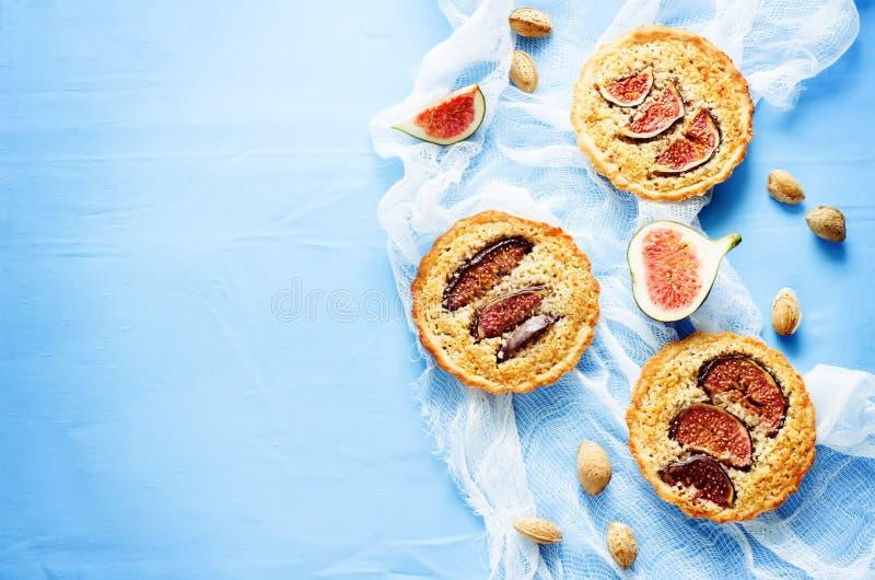 与无花果和杏仁奶油(Frangipane)的果子馅饼 免版税库存图片