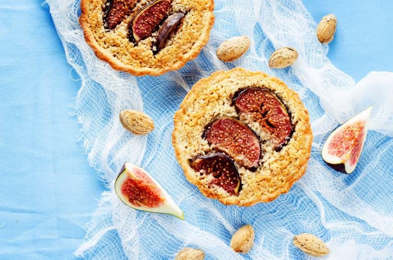 与无花果和杏仁奶油(Frangipane)的果子馅饼 免版税库存照片