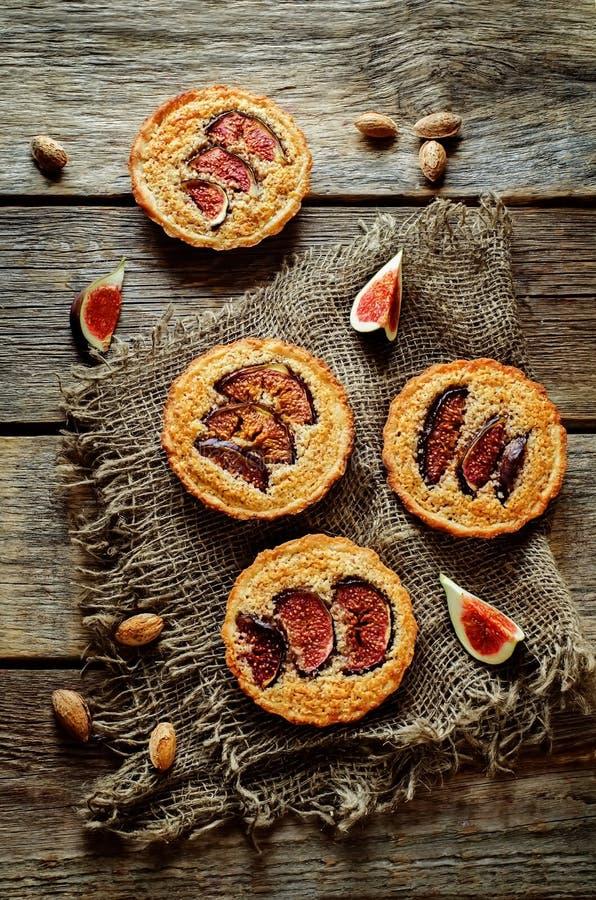 与无花果和杏仁奶油(Frangipane)的果子馅饼 库存图片