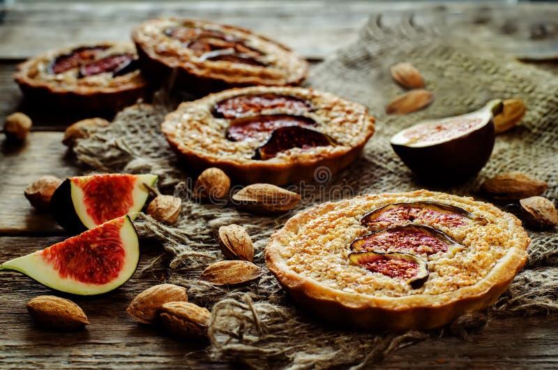 与无花果和杏仁奶油(Frangipane)的果子馅饼 免版税图库摄影