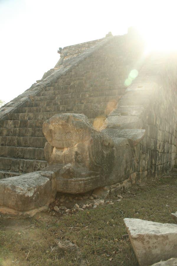 与旭日形首饰的玛雅废墟 免版税库存照片