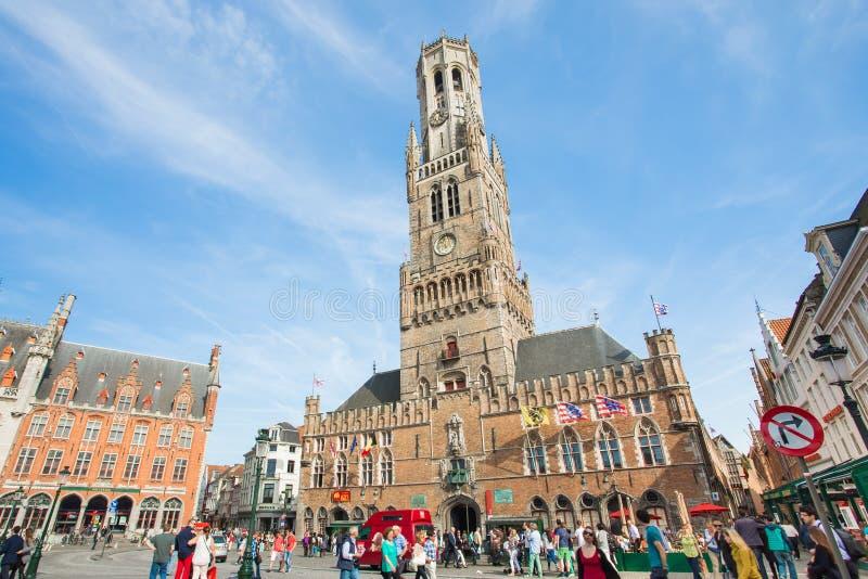 与时钟的古老中世纪塔在布鲁日钟楼  免版税库存图片